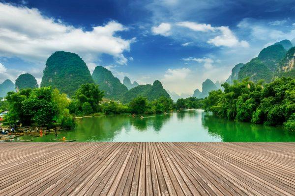 paisaje paradisíaco de playa y montaña